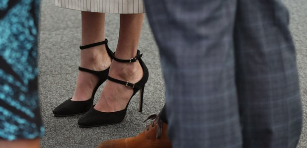 5627c9c8583 This is why Meghan Markle wears shoes that are too big for her - Heart