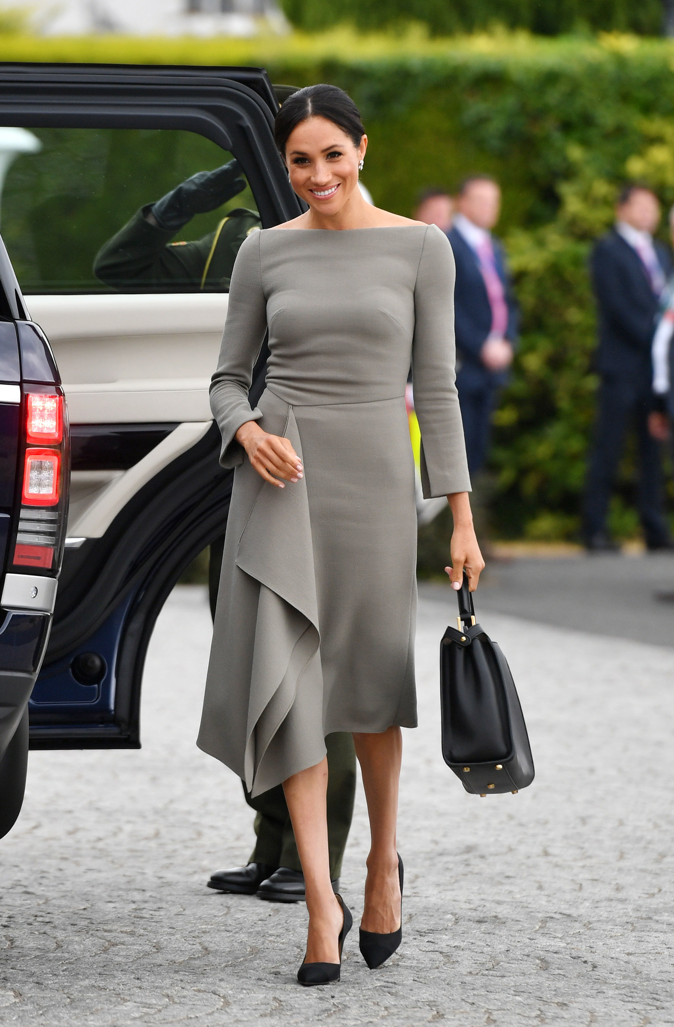 How Tall Are Kate Middleton Meghan Markle And Other Royals In Feet